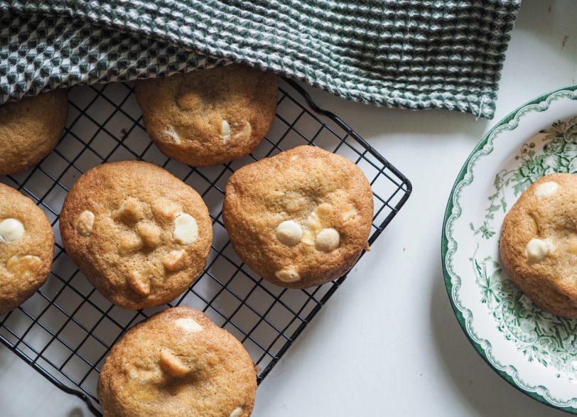 gluteenittomat valkosuklaa-macadamiacookiet