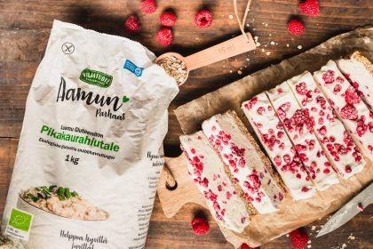 Gluteeniton ja vegaaninen valkosuklaa-vadelma jäätelöherkku